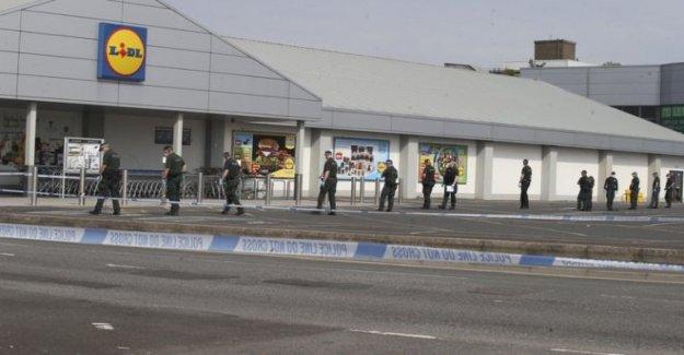 Hombre 'críticos' después del asesinato de oferta en retail park