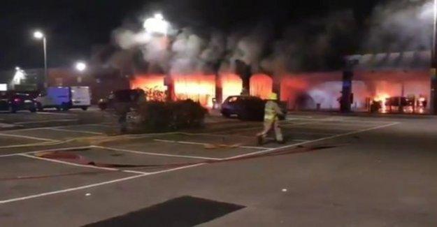 Hombre encarcelado por la configuración de centro comercial en llamas