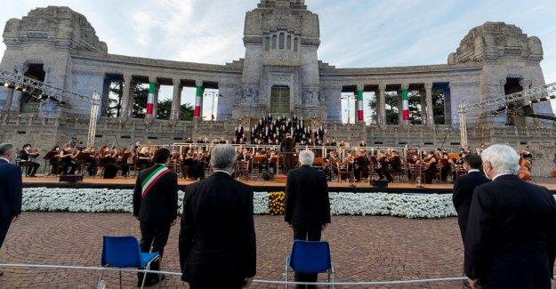 Italia honores, recuerda virus muertos con Donizetti Requiem