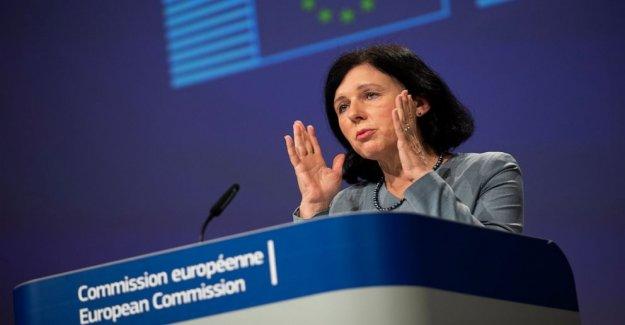 La UE quiere que los gigantes de la tecnología para hacer más para contrarrestar el virus de noticias falsas