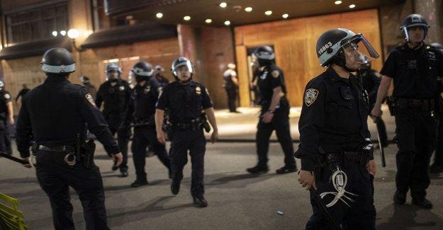 La mayoría dicen que la policía más probable que el uso excesivo de la fuerza en negro sospechosos: encuesta
