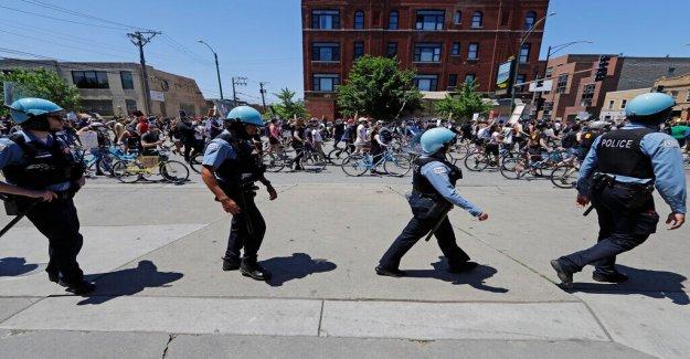 La policía de Chicago lucha 'doxing (seguimiento) de los intentos dirigidos a funcionarios en medio de George Floyd disturbios