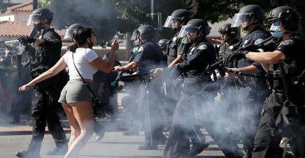 La policía de San José disparan balas de goma propios prejuicios raciales entrenador durante la protesta, la mutilación de su testículo