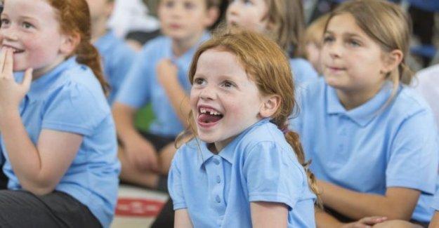 Las escuelas primarias de la reapertura como los padres siguen siendo cautelosos