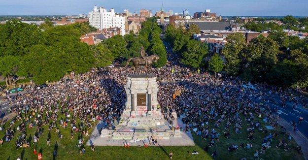 Las estatuas de la Confederación cifras, los propietarios de esclavos venir abajo en medio de protestas