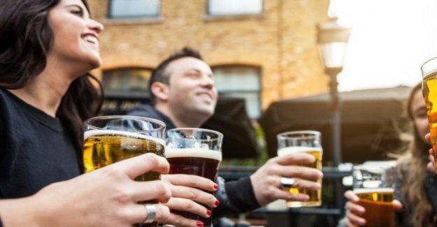 Las llamadas a la calma por delante de los pubs de la reapertura en Inglaterra