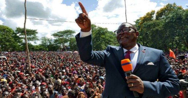 Lazarus Chakwera juramentado como presidente de Malawi