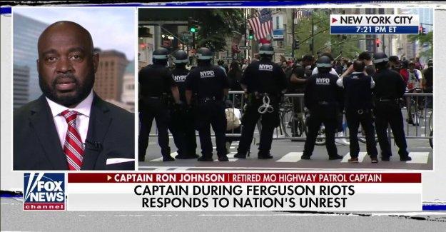 Líder de Ferguson de aplicación de la ley de respuesta a las llamadas de 'en profundidad' 'real conversaciones acerca de la raza y de la vigilancia