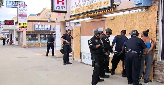 Los Ángeles, los miembros de la comunidad en la protección de empresas contra los saqueadores de los detenidos en medio de disturbios confusión en TV en vivo
