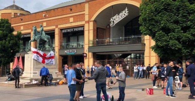 Los hombres 'perseguido por Coventry fans en medio de la fiesta de promoción'