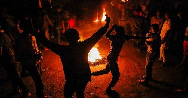 Los kenianos protesta de la policía acusado de matar a hombre sin hogar