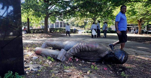 Los manifestantes derribar Alabama de la Confederación de la estatua de Birmingham, el alcalde se compromete a terminar el trabajo con los demás