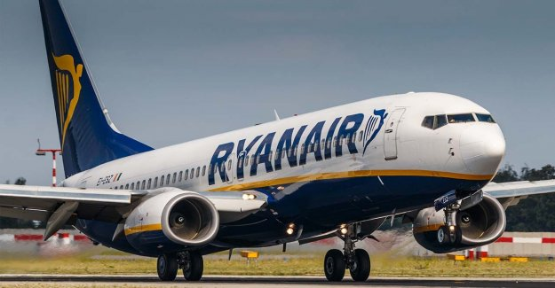 Los pilotos de Ryanair bajo investigación después de que uno de los capturados manejo del plano del acelerador con la goma de pollo: informe