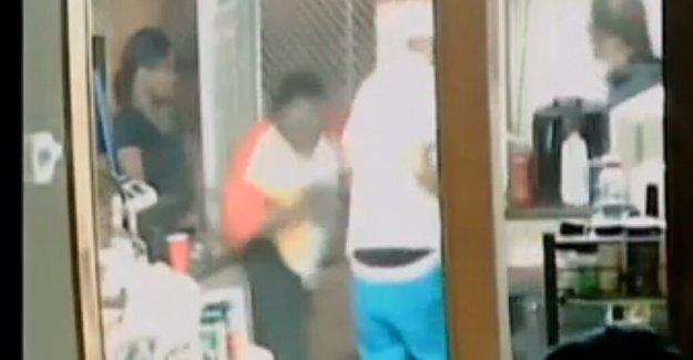 Louisville policía: Hombre asesinado por agentes habían disparado primero, el video de vigilancia muestra