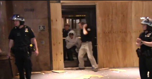 Macy's Herald Square saqueado como el toque de queda no detener a los manifestantes de los daños de la tienda