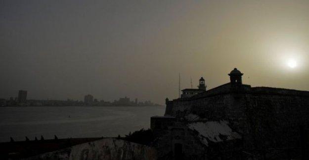 Masiva Subsahariana nube de polvo que envuelve el Caribe