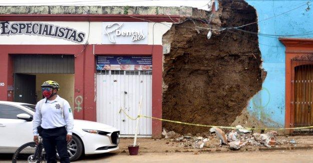 México terremoto número de muertos se eleva, trabajador de la refinería de petróleo muere tras caer desde la estructura de la planta