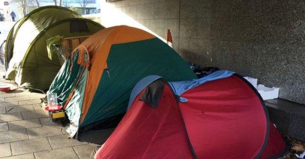 Miles de personas sin hogar todavía en refugios temporales