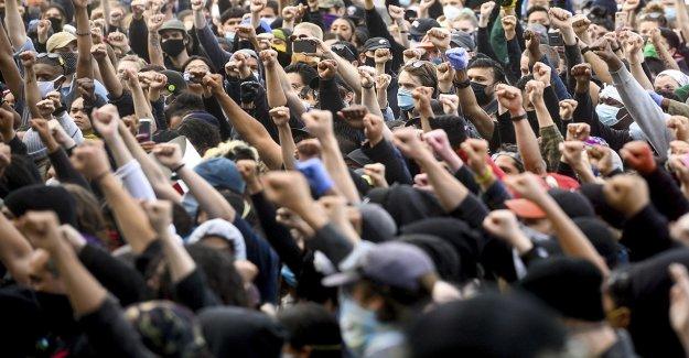 Montones de ladrillos, botellas se encuentran en Baltimore por delante de espera George Floyd disturbios