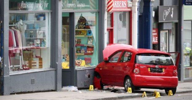 Muchacho, 3, muere después de los accidentes automovilísticos en la tienda de la caridad