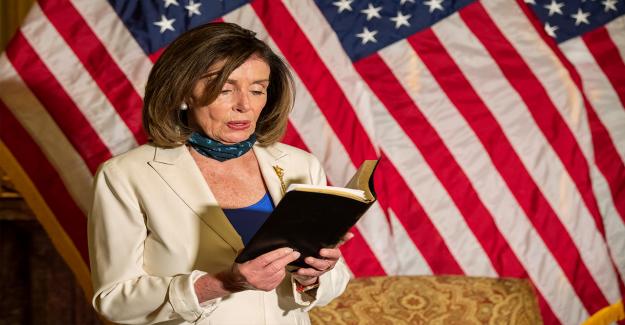 Nancy Pelosi ejerce la Biblia, citas de Bush, Obama, en respuesta a Trump
