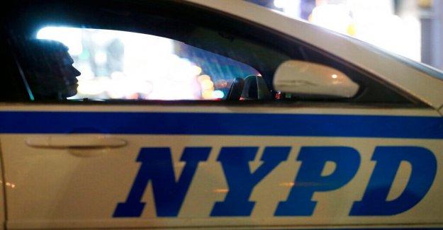 Oficial del NYPD visto empujar a la mujer, de 20 años, a la tierra durante BLM protesta acusado de agresión