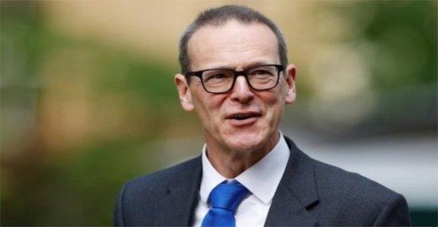 PM pide a los Extranjeros jefe de la Oficina de dimitir