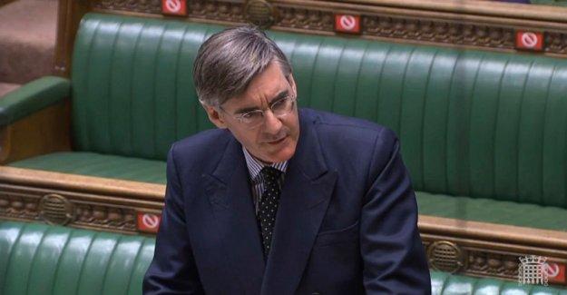 Reino unido los legisladores de la cola para votar, ya que el Parlamento se ajusta a COVID-19