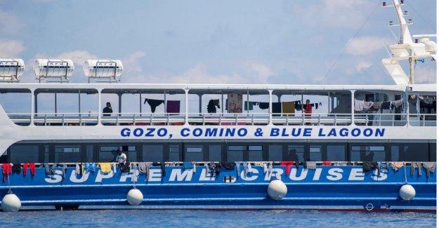 Rescatados los migrantes desamparados en chárter barcos de turismo de Malta