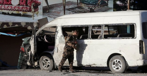 SE afirma Afgano autobús ataque; civiles muertos en nuevos enfrentamientos