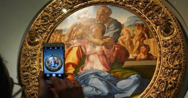 Sin multitudes delicias de los amantes del arte en Italia en el re-abrió los museos