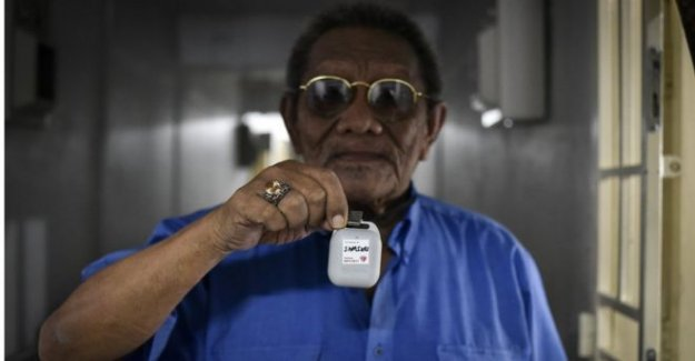 Singapur manos coronavirus de seguimiento de dispositivos