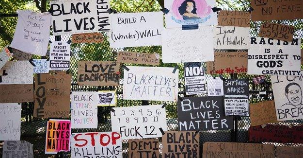 Smithsonian recolección de la Plaza Lafayette protesta de los signos, los símbolos de George Floyd disturbios en DC