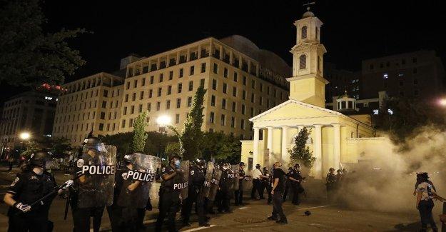 Soldados en servicio activo ordenó a la etapa en bases en las afueras de Washington, en medio de los disturbios