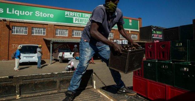 Sudáfrica facilita; licor se vende, la escuela aberturas de retraso