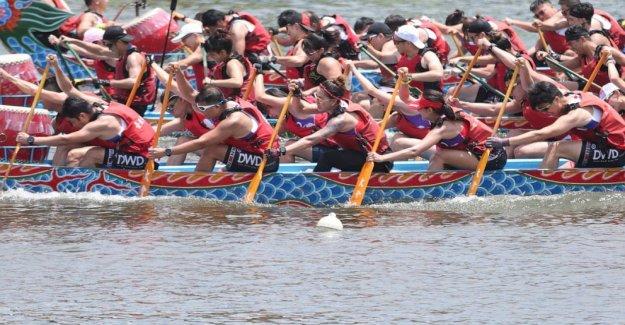 Taiwán carreras de botes dragón entre los pocos que se celebrará este año
