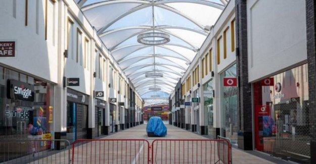 Tiendas de espera para volver a abrir en el país de Gales, de lunes