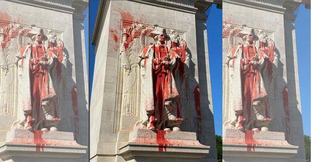 Trump dice que el gobierno es  el seguimiento de los dos anarquistas que arrojaron pintura en Washington estatua