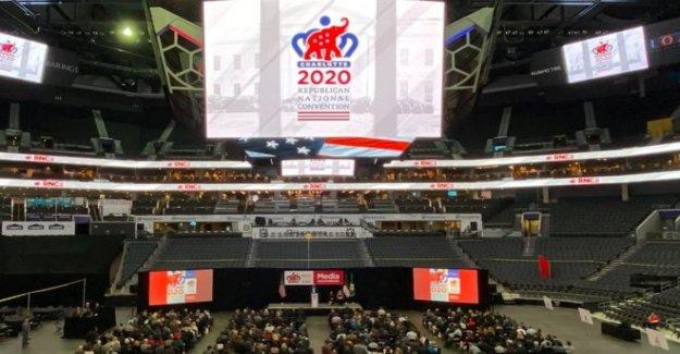 Trump dice que los Republicanos forzado a mover la convención de
