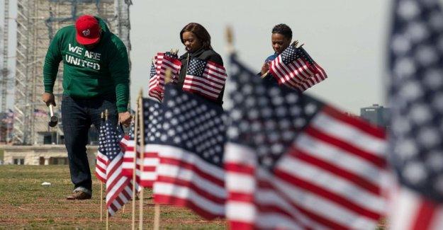 Trump lanza plan nacional para abordar veterano de suicidios