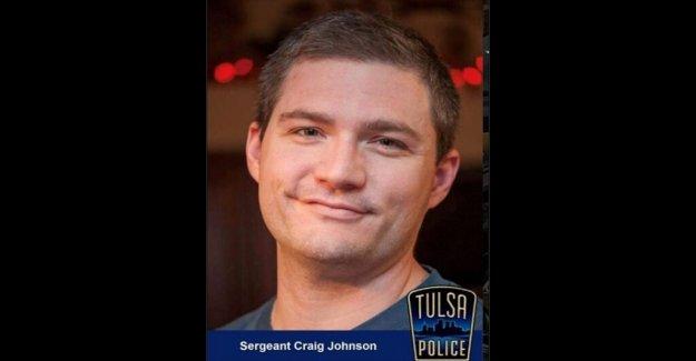 Tulsa oficial de tiro durante una parada de tráfico ha muerto, la policía anunciar