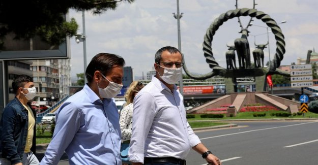 Turquía hace máscaras obligatoria en Estambul, 46 otras provincias