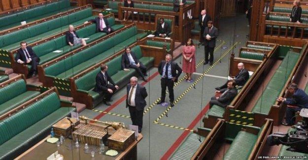 Virtual Commons fila para volver al Parlamento