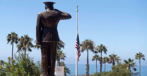 1 Marina muertos, 8 desaparecidos después de la formación de accidente en las costas de California
