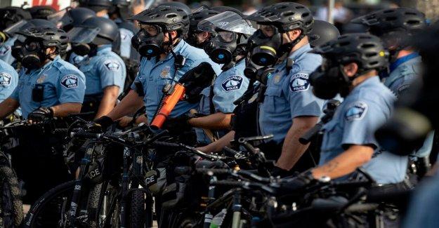 150 Minneapolis agentes de la policía buscan deber de discapacidad  para el TEPT tras las protestas
