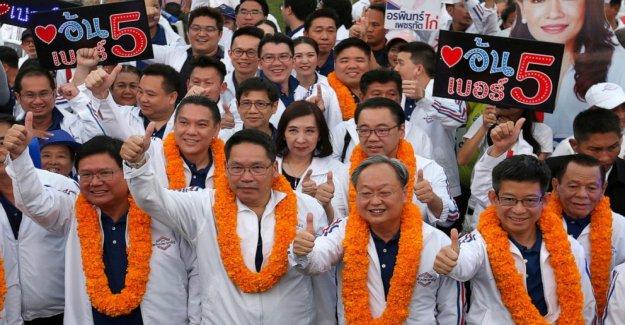 4 Tailandés de Gabinete de ministros a renunciar después de que el líder del partido de reorganización