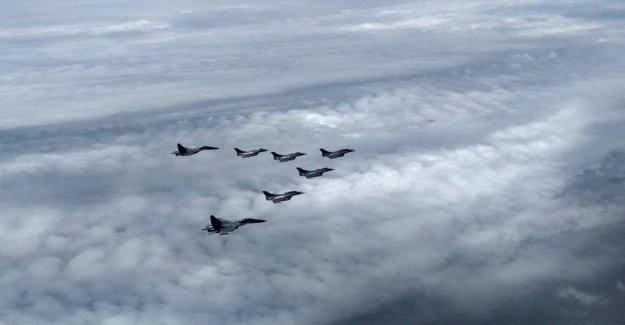 5 francés aviones de combate entregado a la India en el ejército de actualización