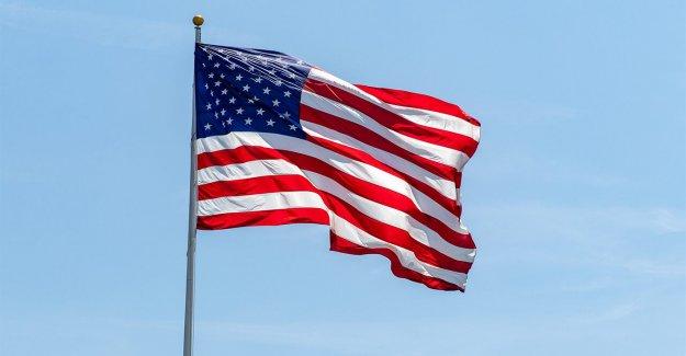 9/11 respondedor encuentra bandera de los estados unidos de peluche en el inodoro portátil en el norte del estado de Nueva York, campo de softbol
