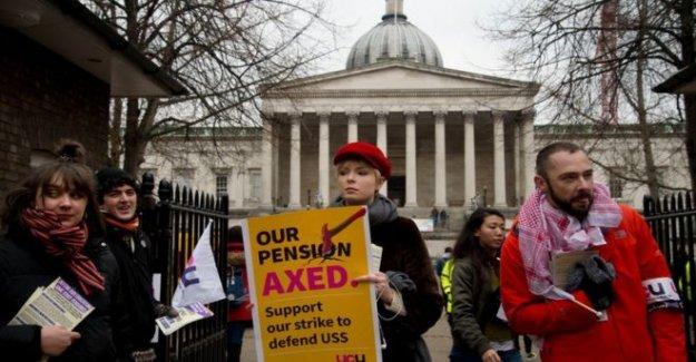 'Académicos de la necesidad de dar más para llenar de pensiones agujero'