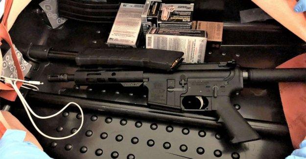 Agentes de la TSA descubrir 'ingeniosamente oculto' rifle de asalto en el interior de la maleta en el aeropuerto